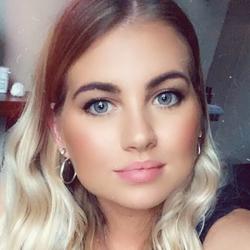 Imogen Howell - Pastel Makeup Lounge