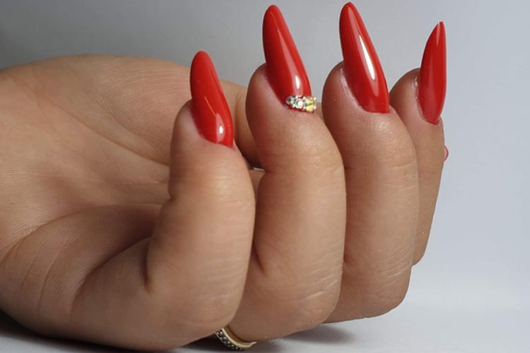 RE NAILS
