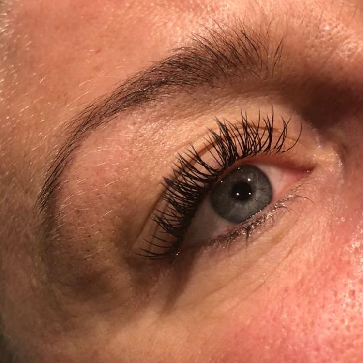 Natural set of classic lashes